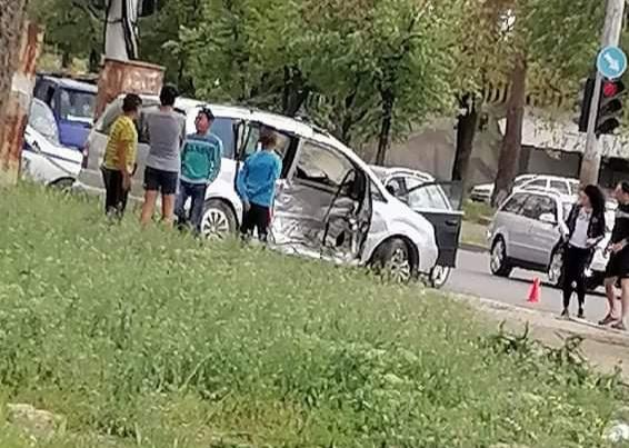 Малко дете пострада при катастрофа в Добрич