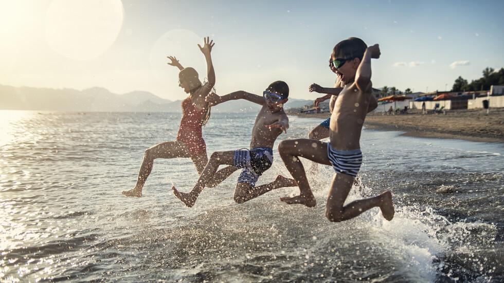 МОН ще препоръча типови критерии за подбор на ученици за безплатна почивка