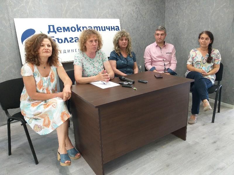 """Албена Симеонова: Надявам се с нашите приятели от """"Изправи се! Мутри вън!"""" и """"Има такъв народ"""" да съставим правителство"""