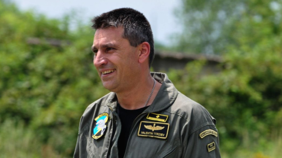 Продължава търсенето на пилота майор Валентин Терзиев
