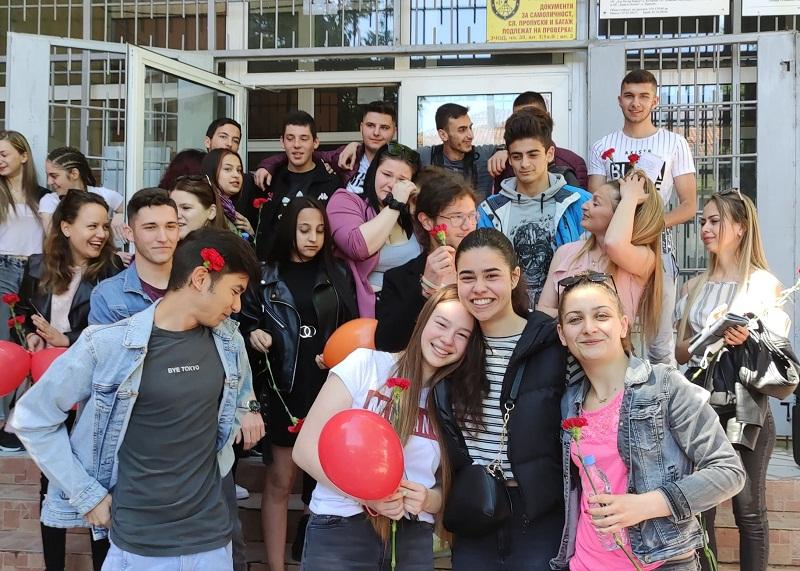 """Зрелостниците от СУ """"Йордан Йовков"""" в Тервел с много добро представяне на матурите"""