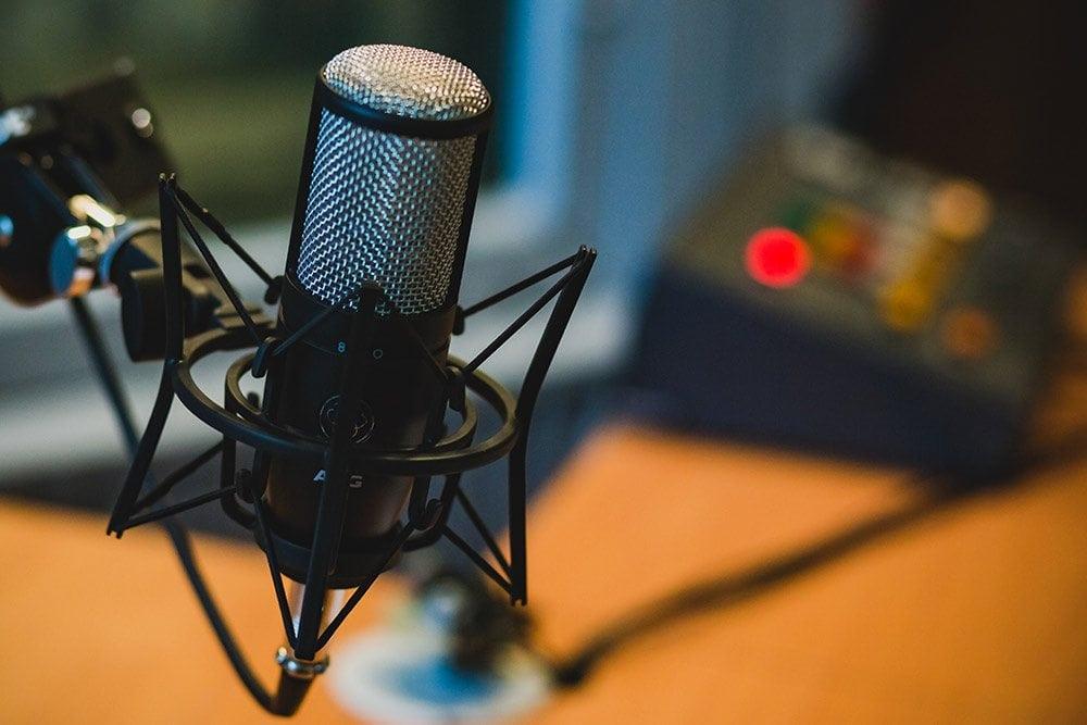 Накъде ще поеме младият певец и поет Александър Петров и ще продължи ли да се занимава с изкуство, слушайте по Радио 99
