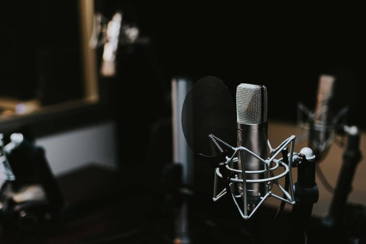 За новите павилиони за вестници и списания в Добрич, слушайте по Радио 99
