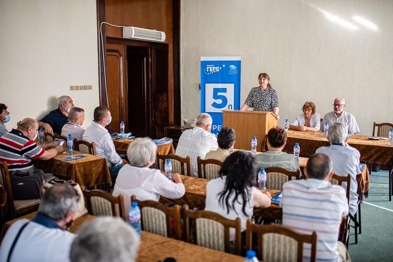 Деница Сачева на среща със СДС: Опонентите ни правят политика за отмъщение и всяване на страх и омраза