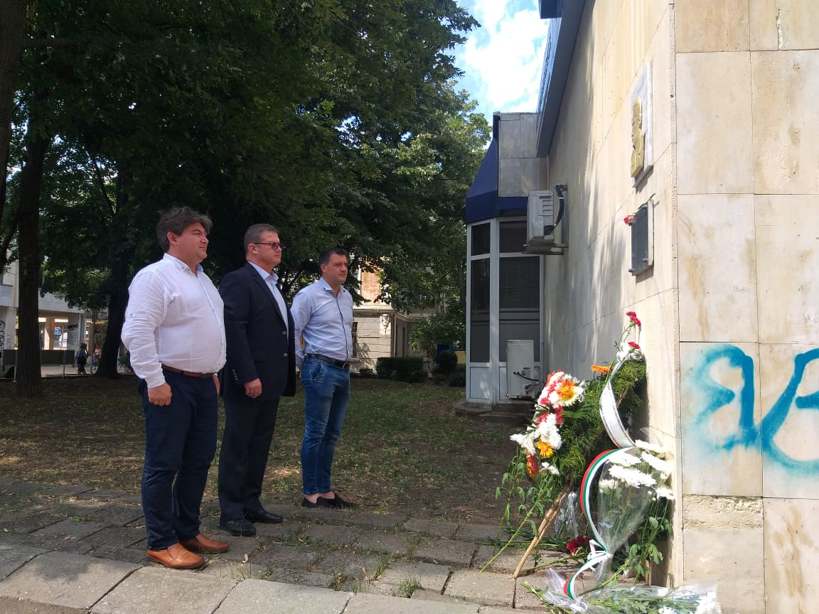 Областният управител и неговите заместници се поклониха пред паметта на кап. Димитър Списаревски