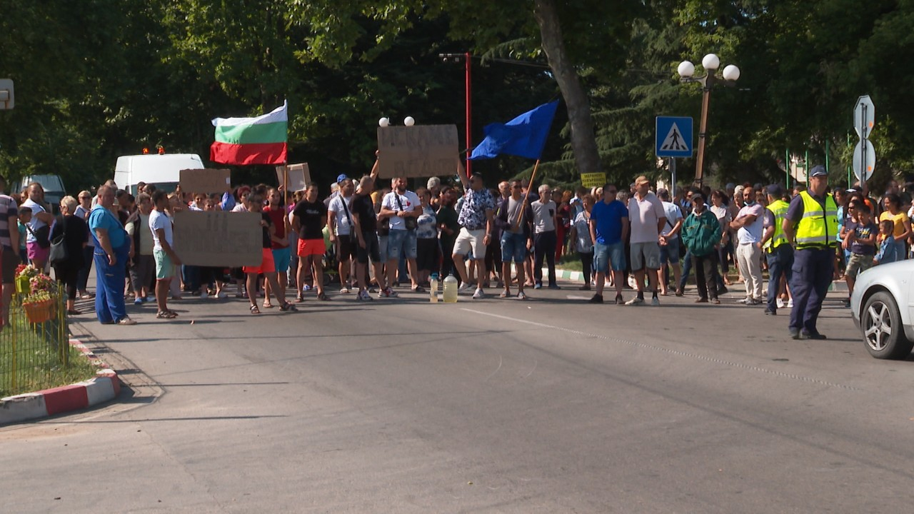 Безводие изкара жителите на Стожер на протест