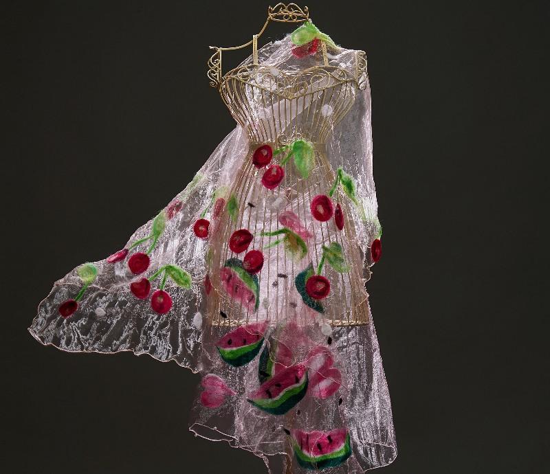 Дизайнерът Милка Попова ще гостува в Двореца в Балчик с колекцията си цветно декорирани и рисувани облекла