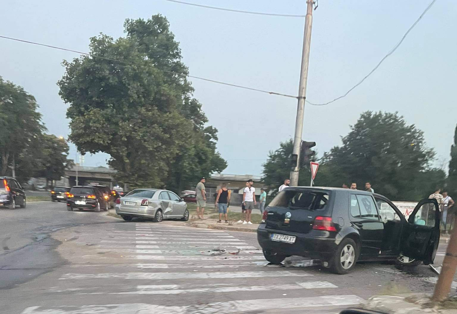 """52-годишен мъж пострада при катастрофа на кръстовището на бул. """"Русия"""" и ул. """"Христо Ботев"""" в Добрич"""