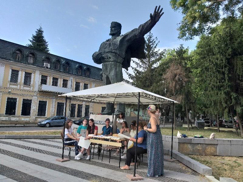 Ученици от Добрич проведоха Караул на паметта в чест на Стефан Караджа