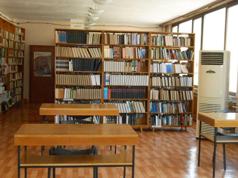 Регионалната библиотека в Добрич получи нови книги по проект