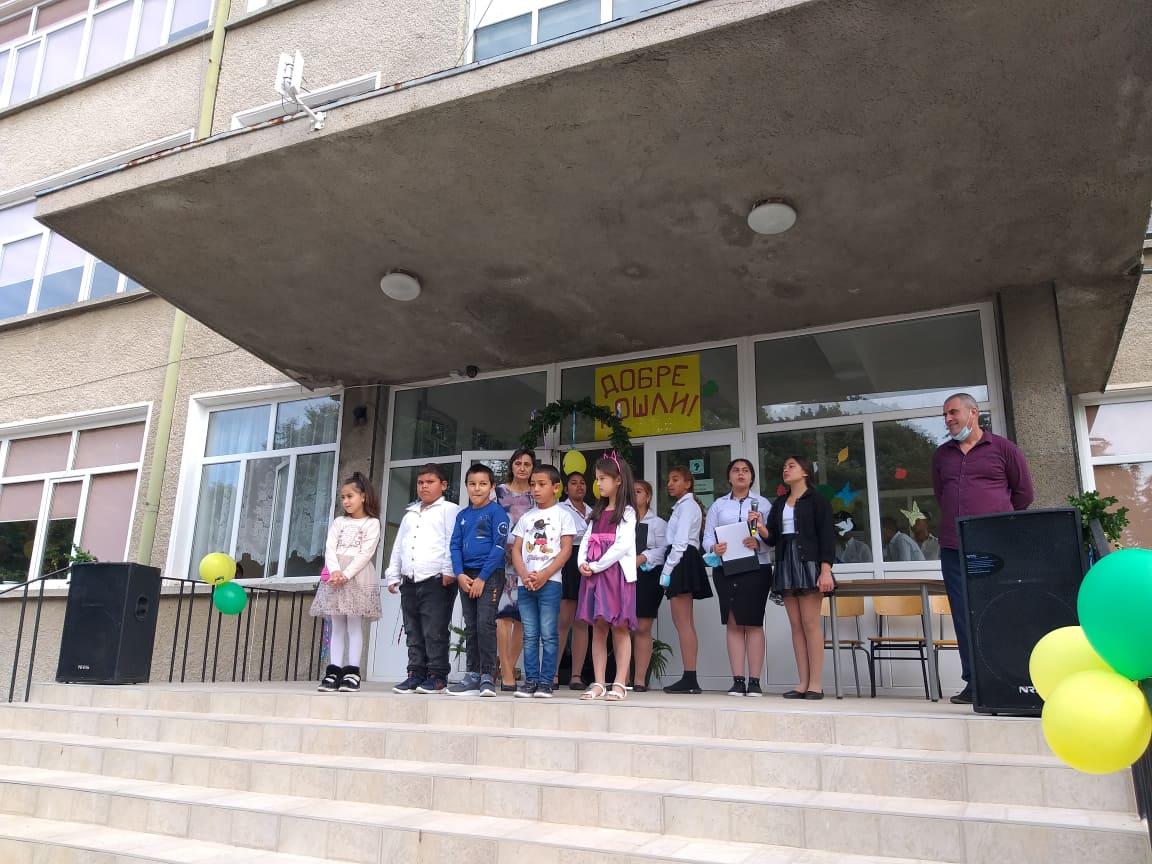 Кметът на Община Добричка Соня Георгиева откри учебната година в с. Победа