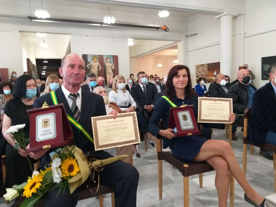 """Стойка Кръстева и Стефан Петков бяха удостоени със званието """"Почетен гражданин на Добрич"""""""