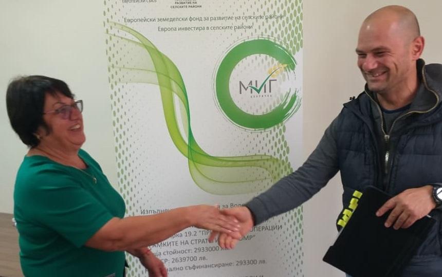 МИГ Добричка подписа договор за предоставяне на финансова помощ на земеделски стопанин за техника за производство на оцет